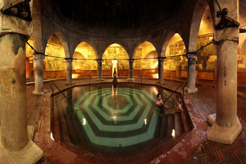 Rudas gyógyfürdő medence
